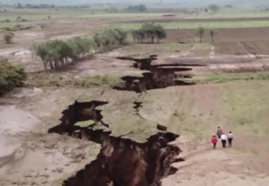 africa-is-splitting-in-two-at-an-alarming-rate-video-1522865921988129101505
